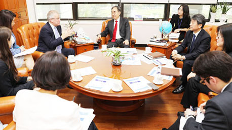 British Ambassador to South Korea Simon Smith Visits NARS